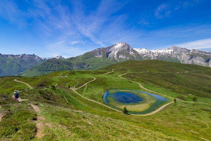 Voyage à pied : Le Tour du Val d\'Azun, l\'Incontournable randonnée