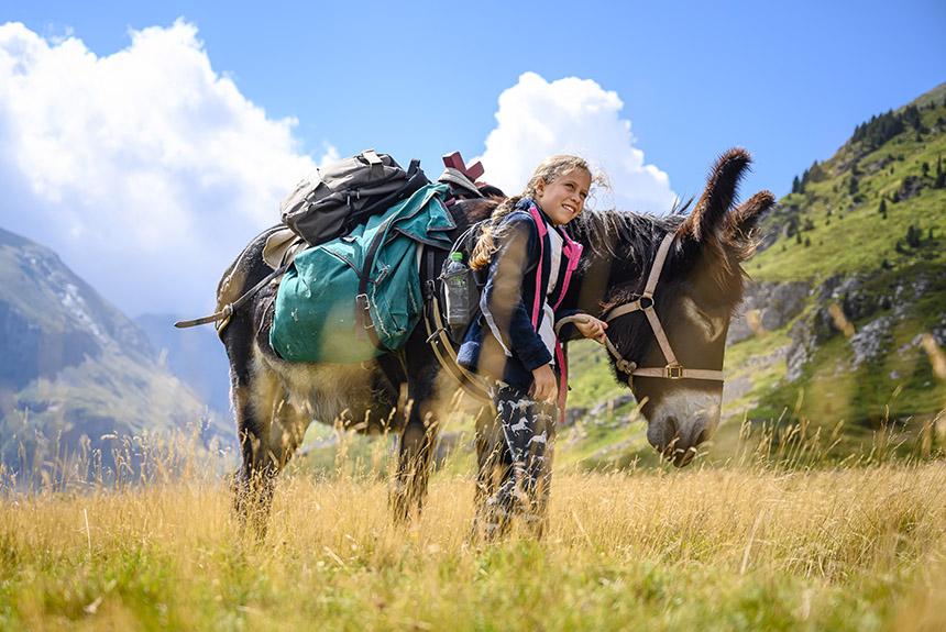 Voyage avec des animaux France : Le Tour du Val d\'Azun en liberté avec un âne