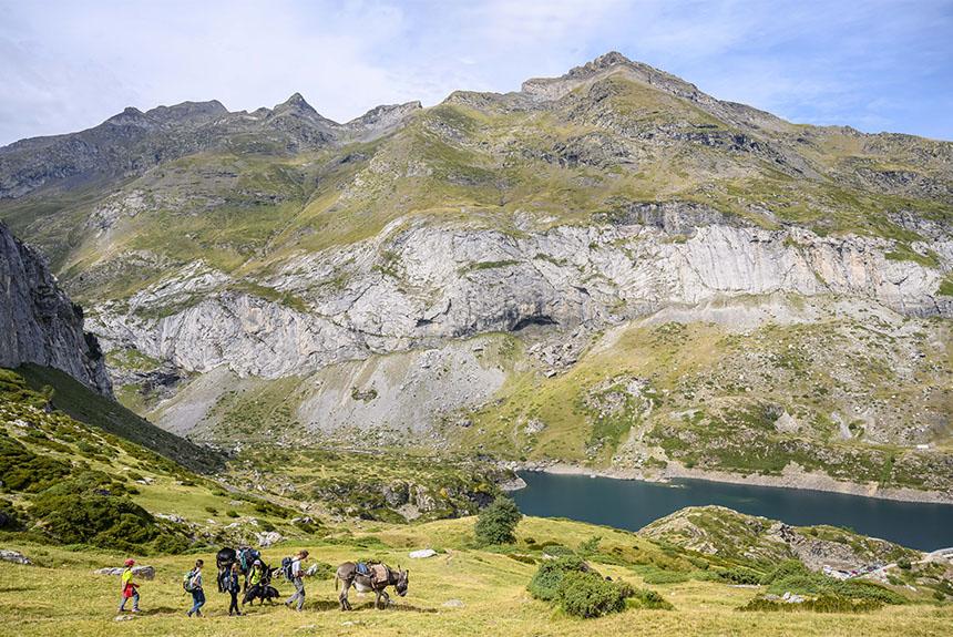 Image Gavarnie, la ronde des Cirques avec des ânes