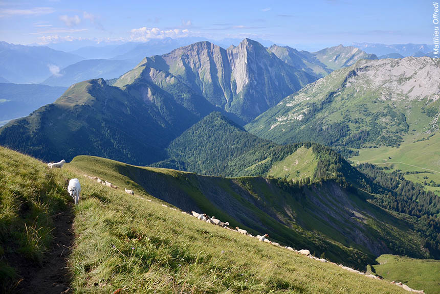 Voyage à pied : La Grande Traversée de la Savoie, des sommets au lac d\'Annecy