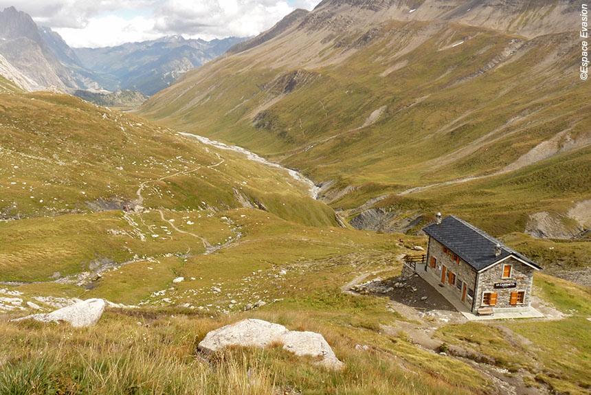 Image Le Tour du Mont blanc Sud, en famille avec des ânes de St Gervais à Courmayeur.