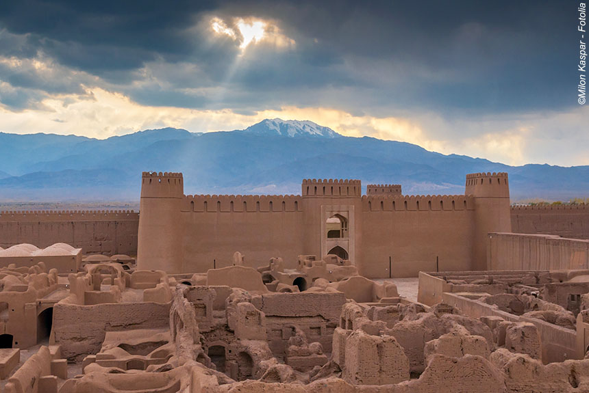 Voyage à pied Iran : De citadelles en châteaux, voyage au fil de l\'Orient.